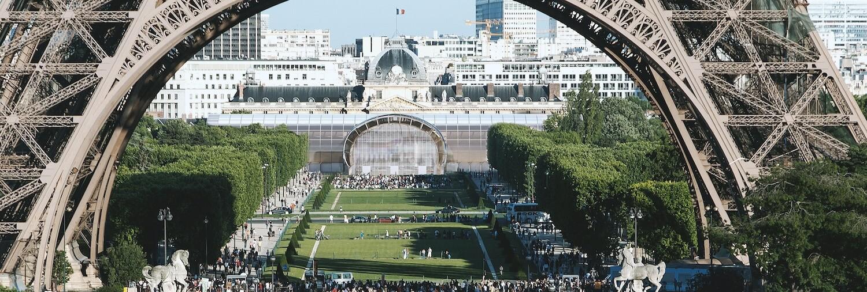 Grand Palais éphémère et Tour Eiffel